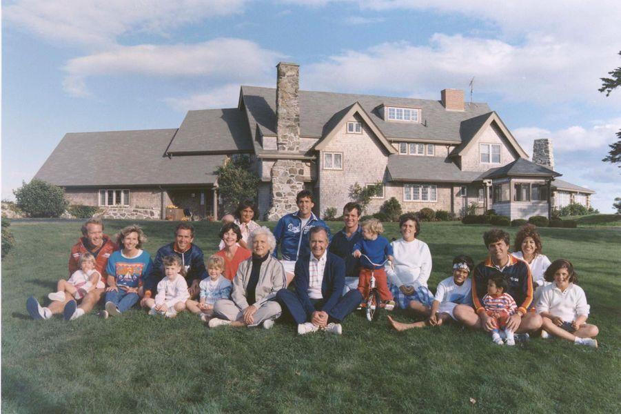 Photo de famille des Bush, en août 1986.