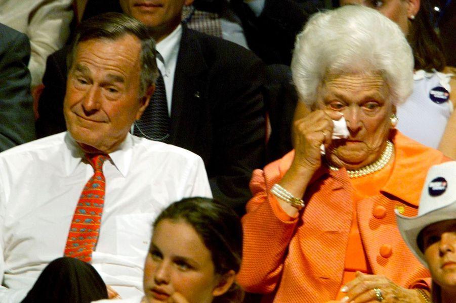 George H. W. et Barbara Bush, en août 2000.