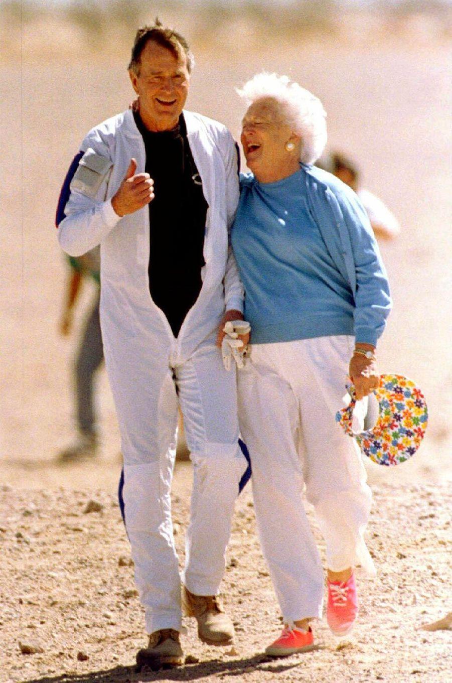 George H. W. et Barbara Bush, en mars 1997.