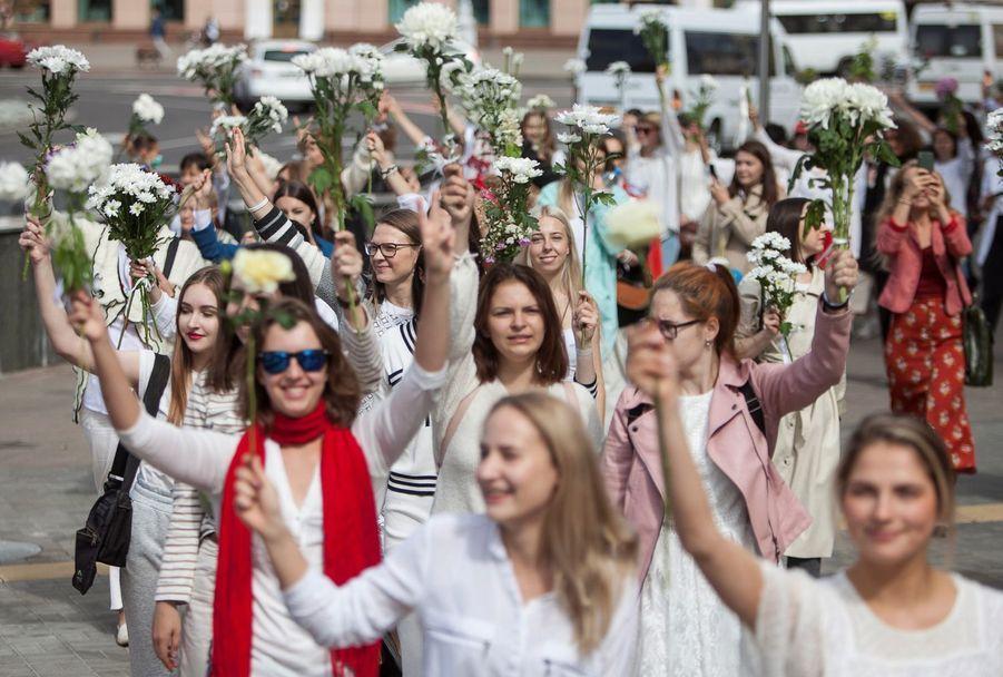 Des femmes ont défilé ensemble à Minsk.