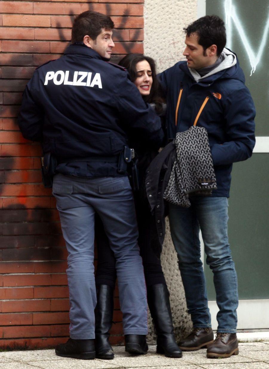 Berlusconi Accueilli Par Une Femen Au Bureau De Vote 22