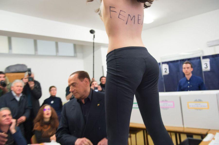Berlusconi Accueilli Par Une Femen Au Bureau De Vote 23