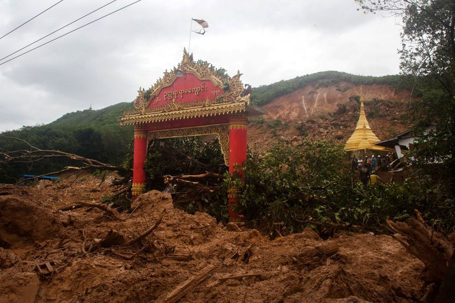 Un torrent de boue a emporté 16 maisons et un monastère vendredi matin dans le village de Thae Pyar Kone, dans l'Etat Mon (sud).