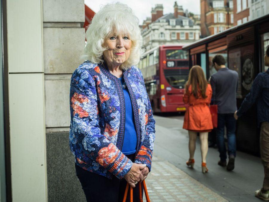 Son coeur lui dicte de voter pour l'Europe. C'est ce qu'elle ressent profondément. Elle pose sur Marylebone Road.