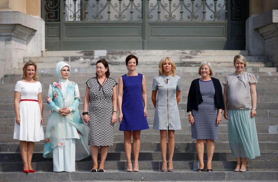 Mojca Stropnik (Slovénie), Emine Erdogan (Turquie), Ingrid Schulerud-Stoltenberg (épouse du secrétaire général de l'Otan), Amélie Derbaudrenghien, (compagne du Premier ministre belge Charles Michel), Brigitte Macron, Ulla Löfvén (Suède) et Karin Ratas (Estonie)