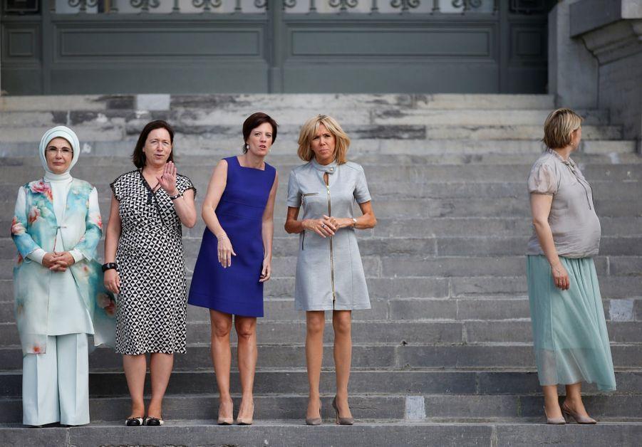 Emine Erdogan (Turquie), Ingrid Schulerud-Stoltenberg (épouse du secrétaire général de l'Otan), Amélie Derbaudrenghien, (compagne du Premier ministre belge Charles Michel), Brigitte Macron et Karin Ratas (Estonie)