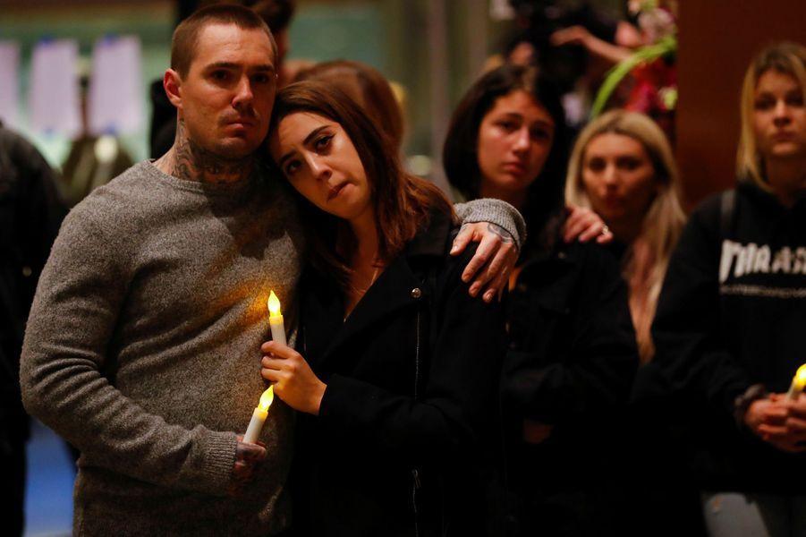 Une veillée a été organisée en Californie en hommage aux victimes de la fusillade.