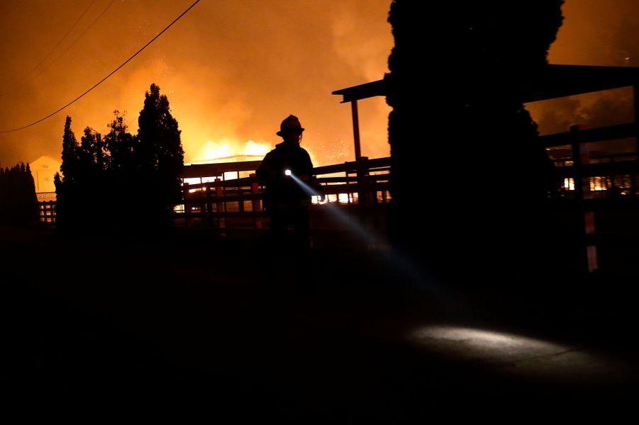 """Dans l'enfer des flammes du """"Kincade Fire"""""""