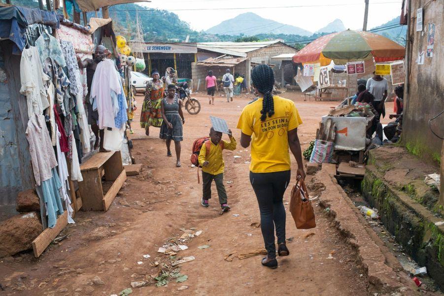 Cathy Aba Fouda rejoint le siège du Renata, situé dans le quartier Oyom-Abang, à Yaoundé.