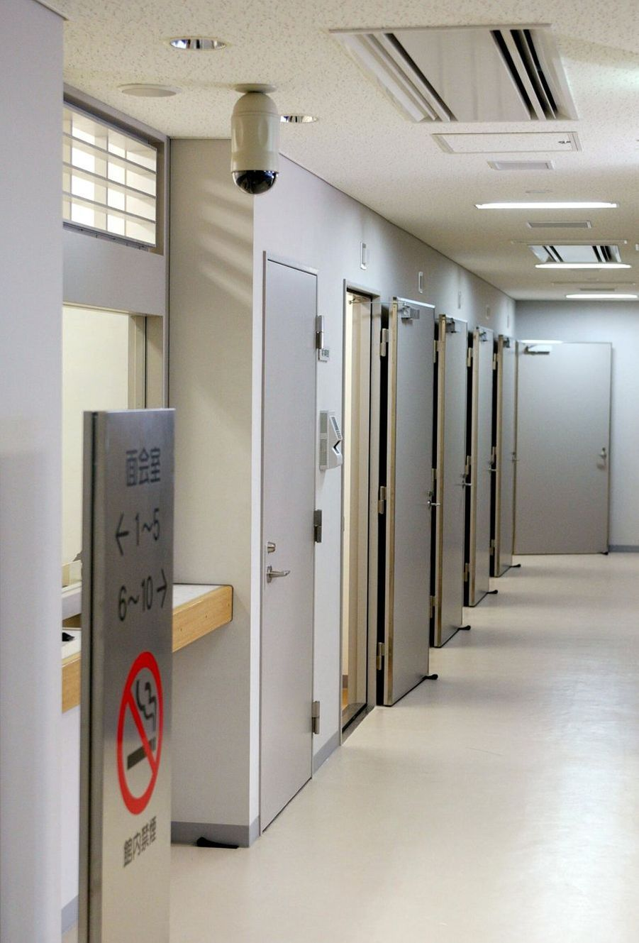 Porte des cellules du centre de détention de l'arrondissement de Katsushika à Tokyo.