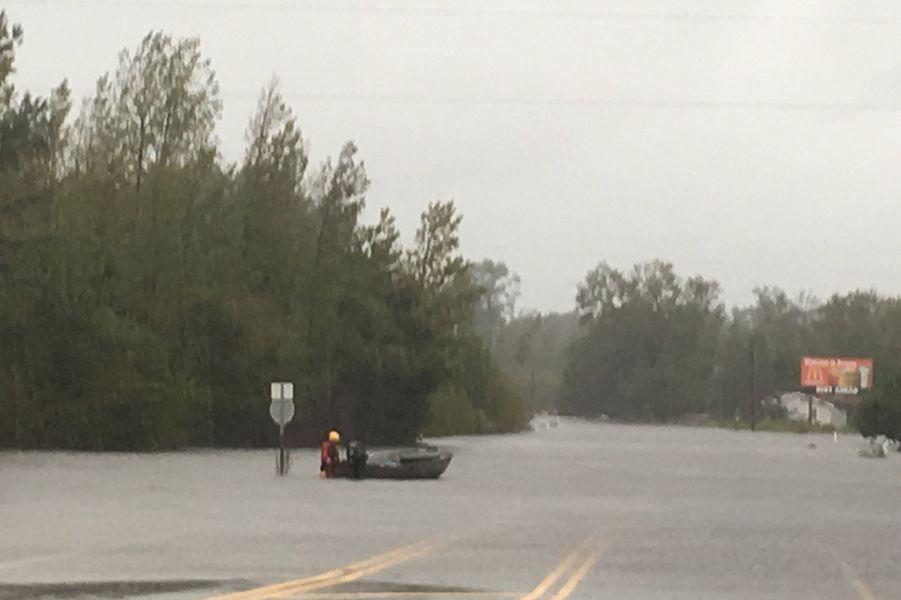 L'autoroute I40 est inondée et fermée à la circulation.
