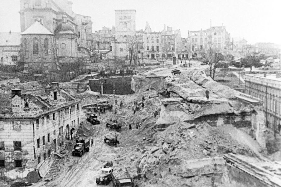 La ville de Varsovie en Pologne, en 1944.