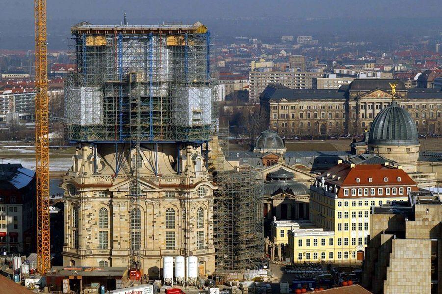 La façade sud dela «Frauenkirche»à Dresde en Allemagne, le 12 février 2003.