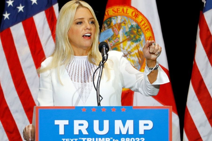 Pam Bondi pourrait être nommée procureur général, mais un scandale sur le financement de sa campagne de 2013 par Donald Trump fait tache.