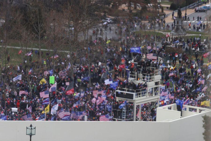 Après avoir écouté Donald Trump à Washington, des manifestants se sont mis en marche vers le Congrès et la police a ordonné l'évacuation de plusieurs bâtiments.