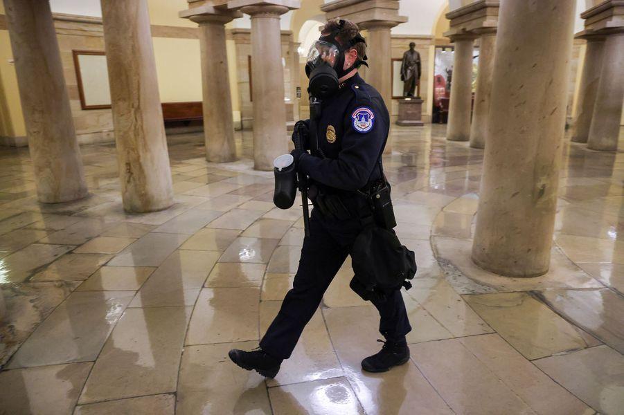 Les forces de l'ordre étaient peu nombreuses à l'intérieur du Capitole.