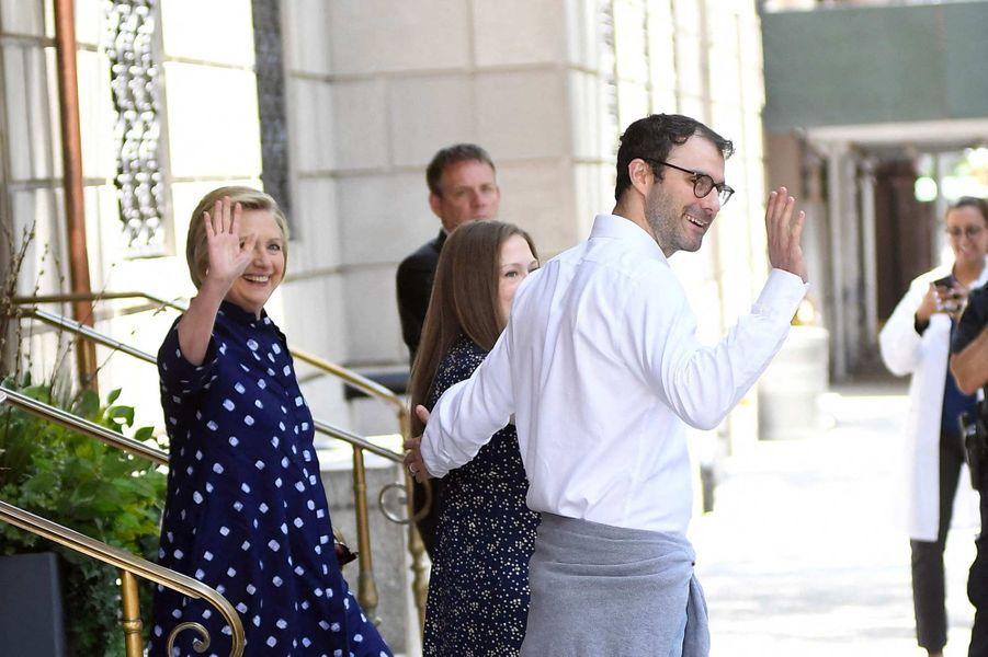 Hillary Clinton, Marc Mezvinsky et Chelsea Clinton à New York, le 25 juillet 2019.