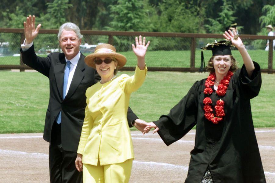 Bill, Hillary et Chelsea Clinton, en juin 2001.