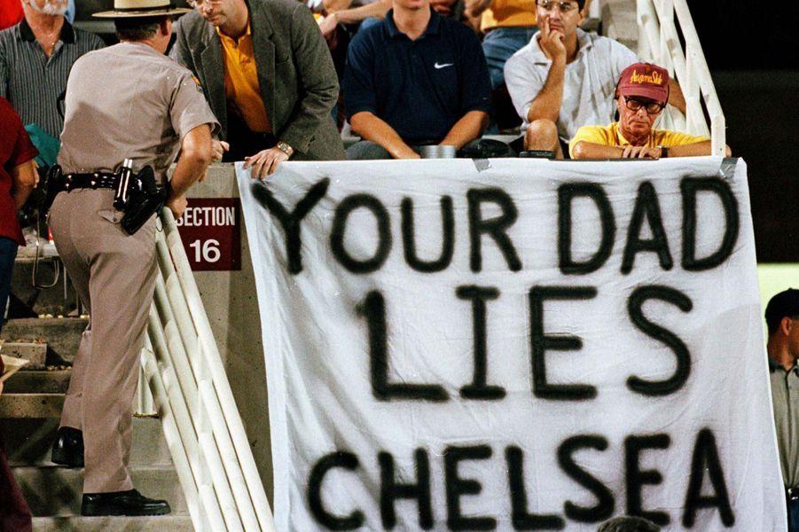 Une affiche destinée àChelsea Clinton, en octobre 1998.