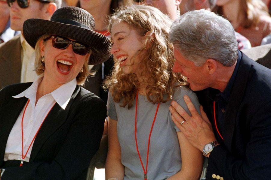Bill, Hillary etChelsea Clinton, en septembre 1997.