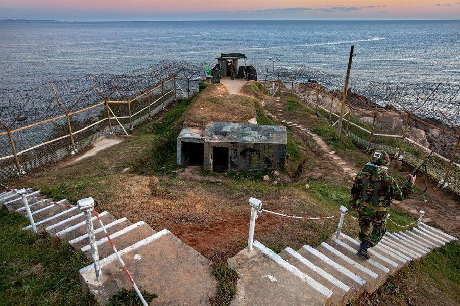 Sur la côte Est, bordée par la mer du Japon.
