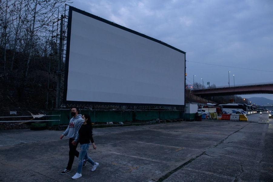 Cinéma en plein air à Séoul, le 21 mars 2020.
