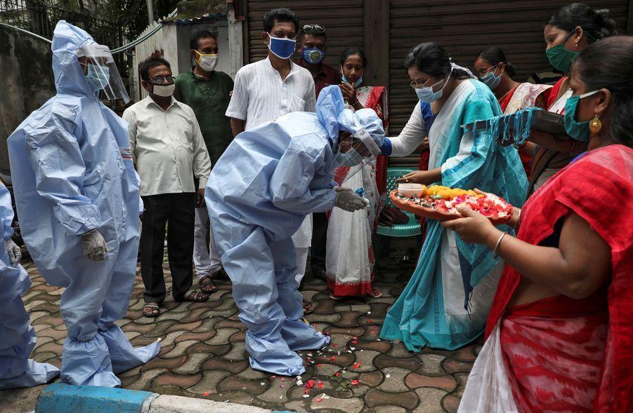 Grâce au relâchement du confinement, lefestival hindou de Raksha Bandha a pu se tenir.