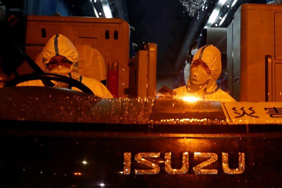 Les Etats-Unis ont commencé à évacuer dans la nuit de dimanche à lundi des ressortissants américains en quarantaine au large des côtes du Japon à bord duDiamond Princess.