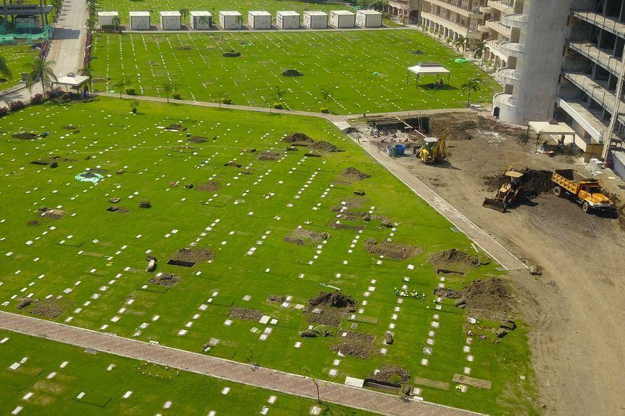 Des nouvelles tombes dans un cimetière deGuayaquil