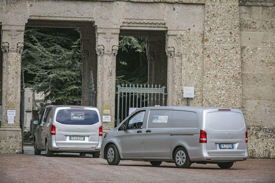 Les enterrements se multiplient à Bergame.