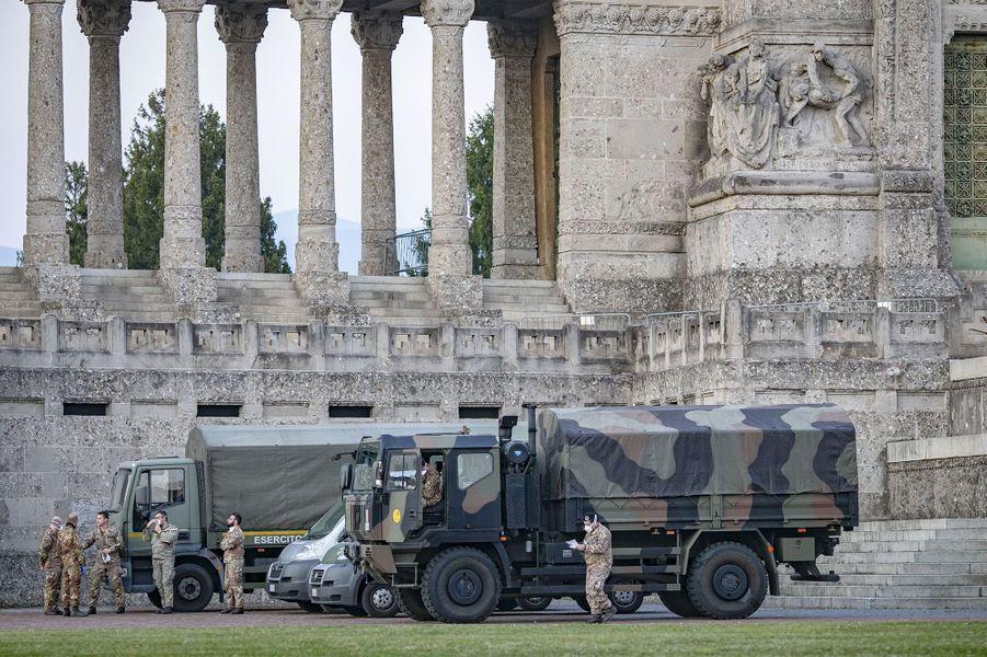 L'armée intervient à Bergame afin de déplacer les corps dans des localités voisines, où ils seront incinérés.