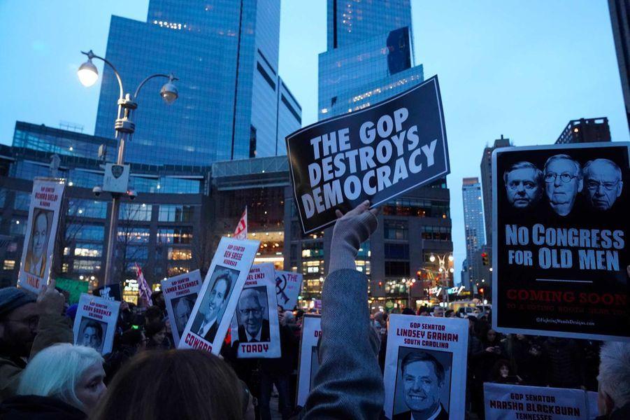 Manifestation contre l'acquittement de Donald Trump, à New York, le 5 février 2020.