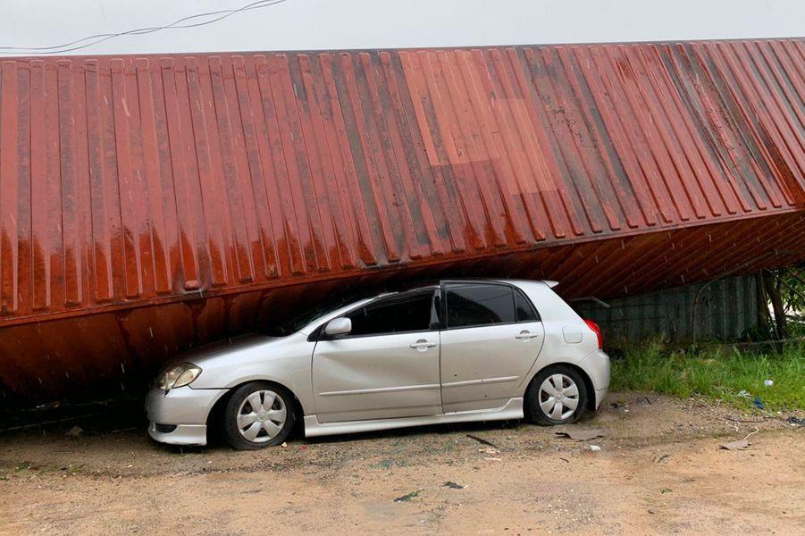 Des rescapés ont trouvé refuge dans des arbres, d'autres sur les toits en attendant les secours. Mais le cyclone Idai a fait au moins 173 mortsau Mozambique et au Zimbabwe.