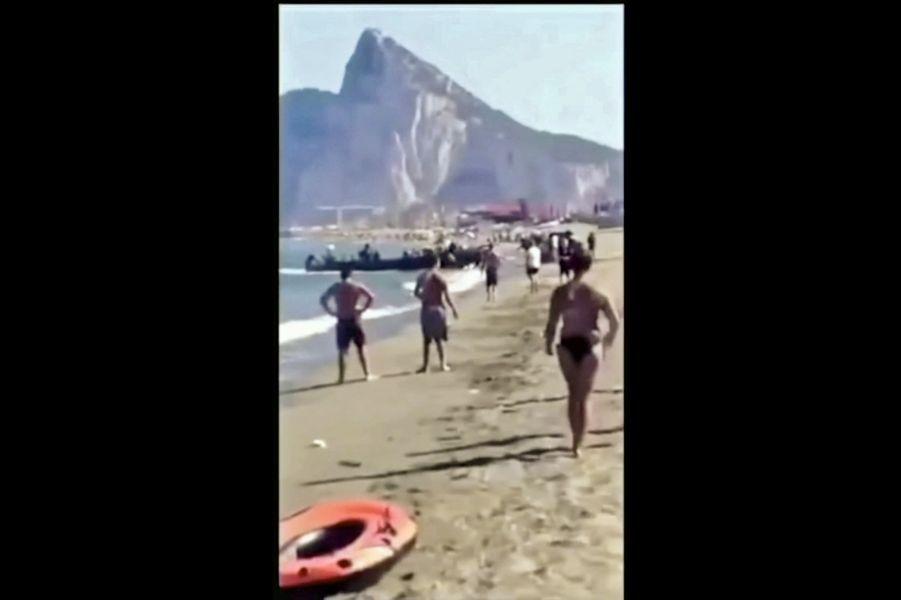 Sur la plage de La Linea de la Concepcion, en 2015, les trafiquants n'ont pas hésité à décharger leur cargaison sous les yeux des touristes.