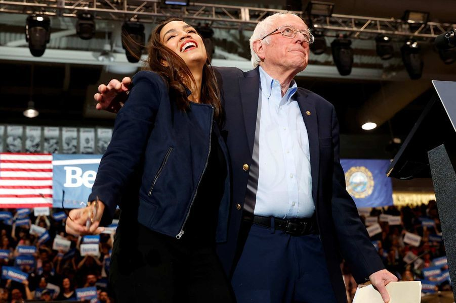 Alexandria Ocasio-Cortez et Bernie Sanders en meeting à Durham, dans le New Hampshire, le 10 février 2020.