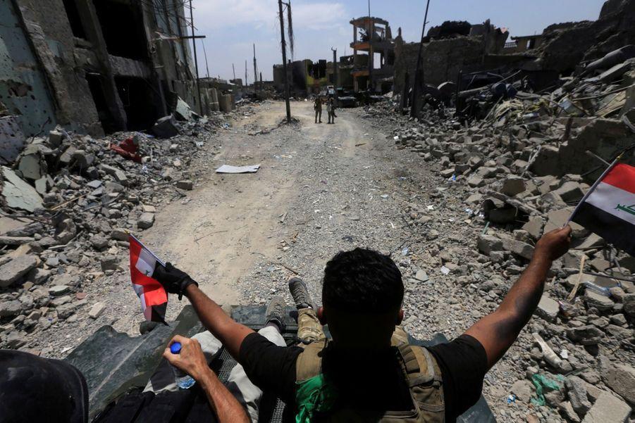 Les Troupes Irakiennes Célèbrent La Libération De Mossoul, Dimanche 8 Juillet 10