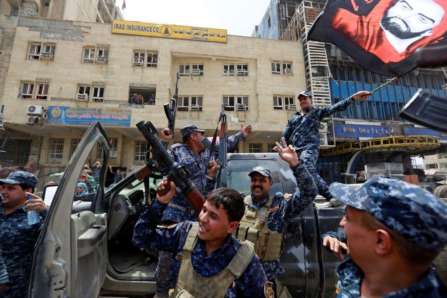 Les Troupes Irakiennes Célèbrent La Libération De Mossoul, Dimanche 8 Juillet 12