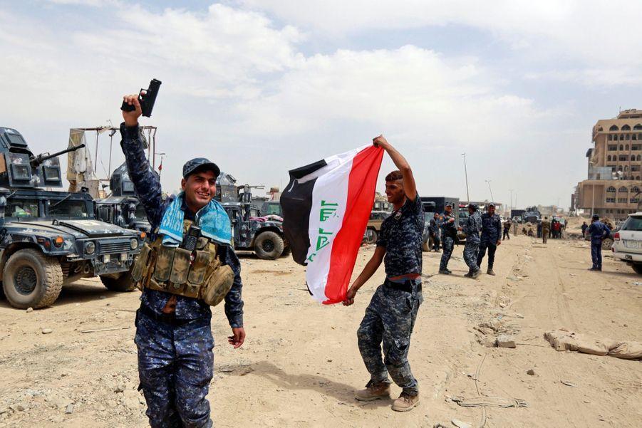 Les Troupes Irakiennes Célèbrent La Libération De Mossoul, Dimanche 8 Juillet 13