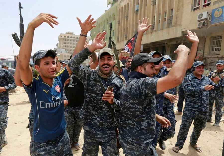 Les Troupes Irakiennes Célèbrent La Libération De Mossoul, Dimanche 8 Juillet 14