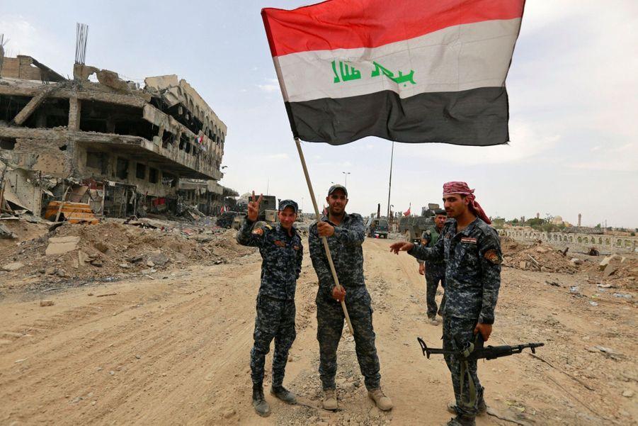 Les Troupes Irakiennes Célèbrent La Libération De Mossoul, Dimanche 8 Juillet 15