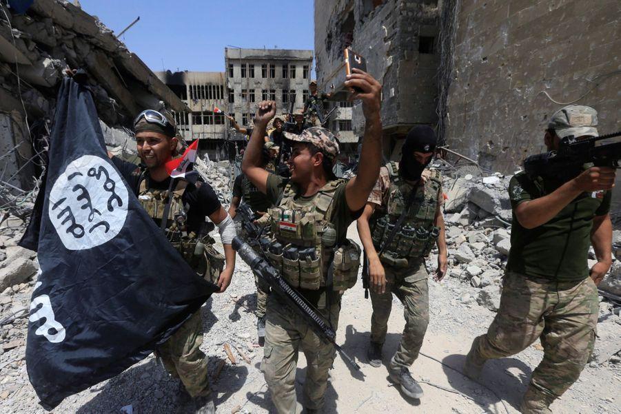 Les Troupes Irakiennes Célèbrent La Libération De Mossoul, Dimanche 8 Juillet 3
