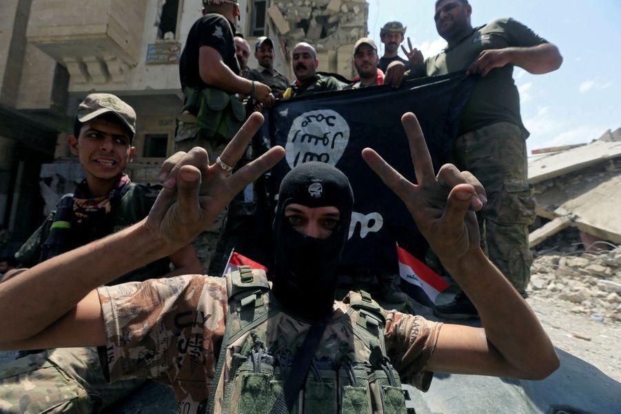 Les Troupes Irakiennes Célèbrent La Libération De Mossoul, Dimanche 8 Juillet 4