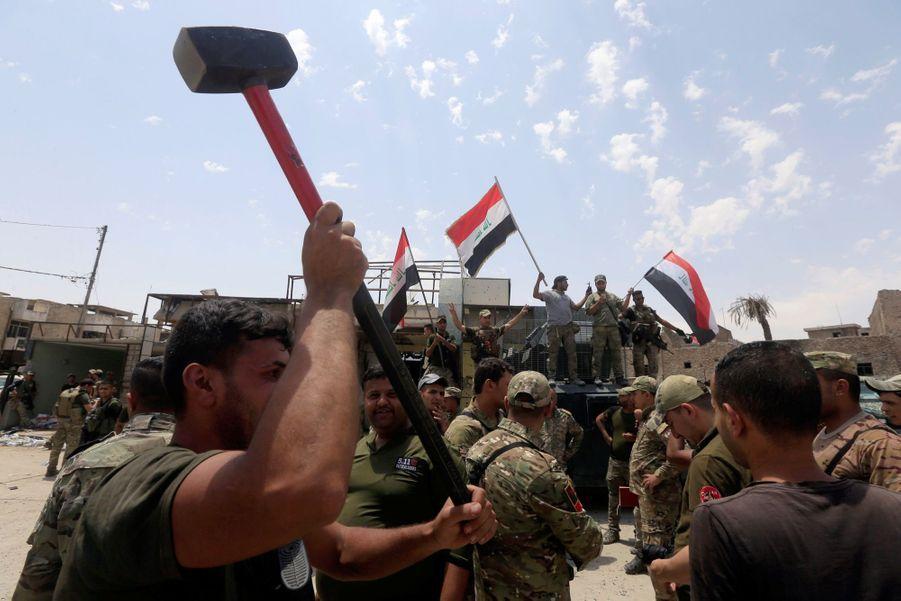 Les Troupes Irakiennes Célèbrent La Libération De Mossoul, Dimanche 8 Juillet 6