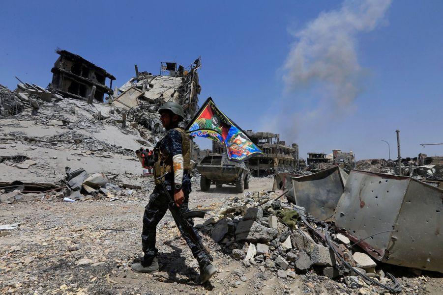 Les Troupes Irakiennes Célèbrent La Libération De Mossoul, Dimanche 8 Juillet 8