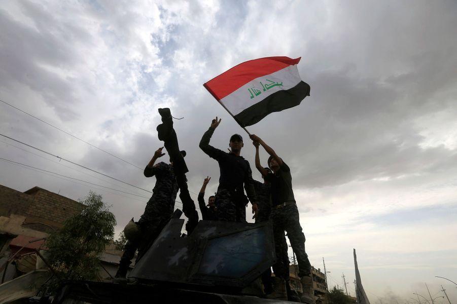 Les Troupes Irakiennes Célèbrent La Libération De Mossoul, Dimanche 8 Juillet 9