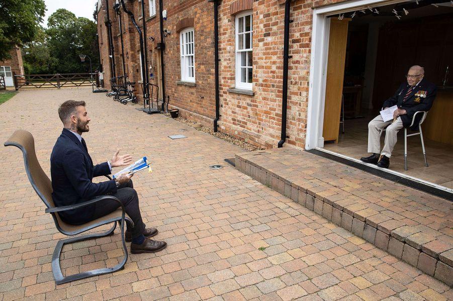 David Beckham au domicile de Tom Moore, le 9 juillet