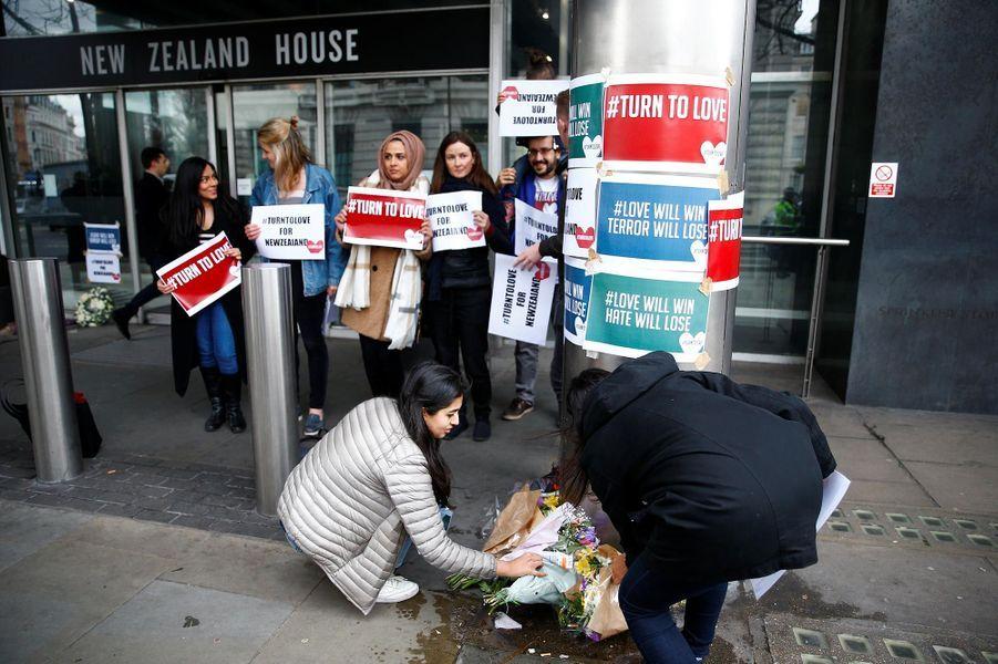 Hommage à Londres, au Royaume-Uni, après l'attentat commis à Christchurch, en Nouvelle-Zélande.