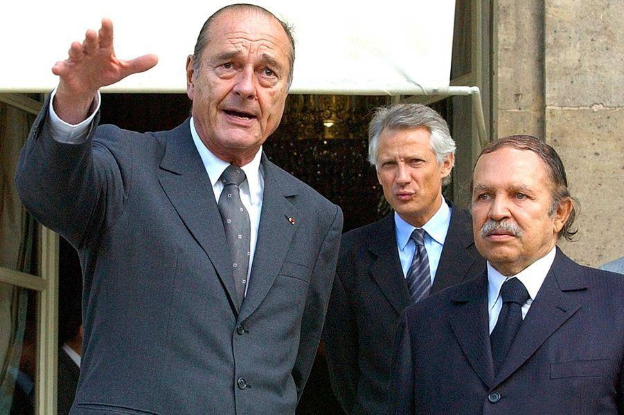 Jacques Chirac et le président algérien Abdelaziz Bouteflika à l'Elysée, en octobre 2003.