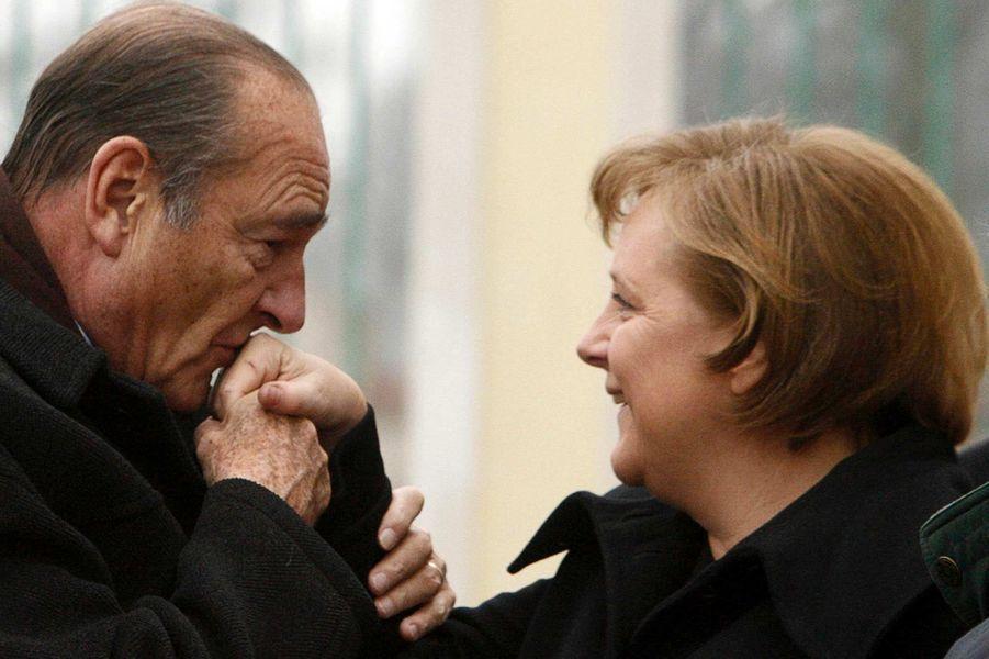 Jacques Chirac et la chancelière allemande Angela Merkel auChâteau de Meseberg, en février 2007.