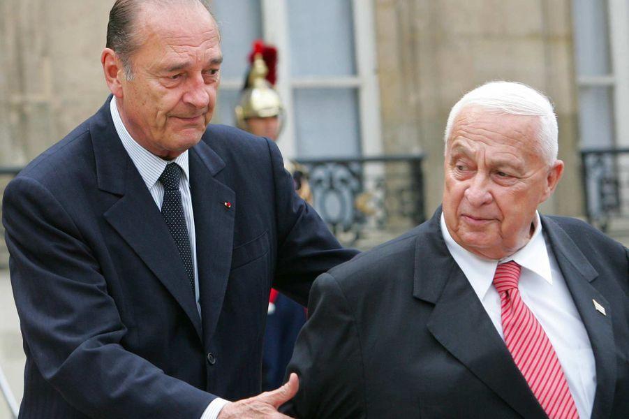 Jacques Chirac et le Premier ministre israélien Ariel Sharon à l'Elysée, en juillet 2005.